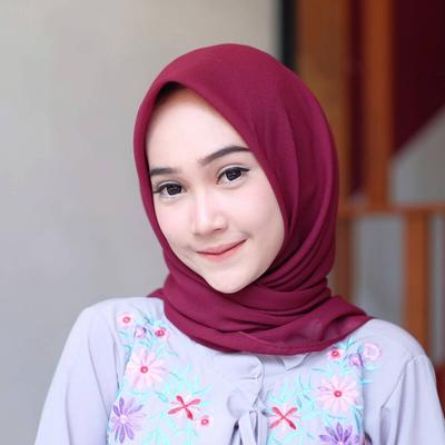 Tanpa Kamu Sadari, Ternyata Ini Bahaya yang Mengancam Dibalik Pemakaian Peniti Hijab