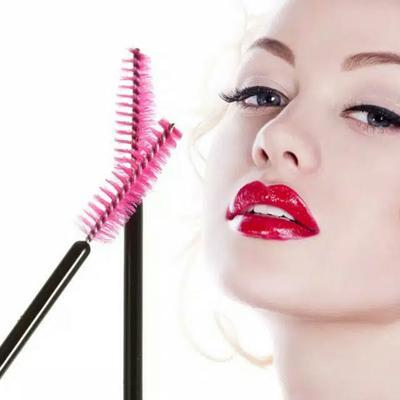 7. Kurangi Penggunaan Mascara dan Eyeliner