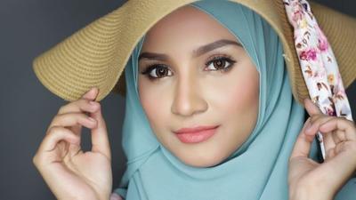 Jangan Salah Pilih ya Ladies, Hijab dengan Warna Ini Ternyata Bisa Bikin Wajah Terlihat Kusam!