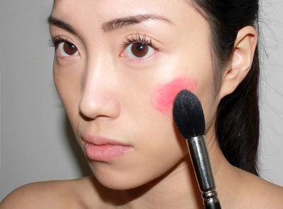 Wow, Ternyata Eyeshadow Bisa Juga Digunakan untuk Beberapa Hal Ini Lho!