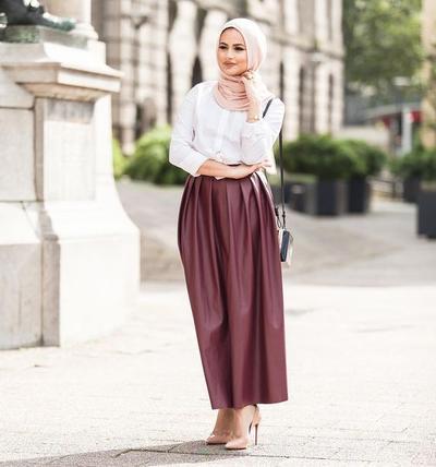 Tampil Lebih Proporsional Dengan Tips Memilih Rok Hijab Untuk Hijabers Bertubuh Tinggi