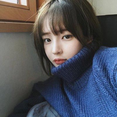 Ini Dia Cara Seru Pakai Sweater Ala Cewek Korea