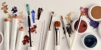 5 Hal Kreatif yang Dapat Kamu Lakukan dengan Kosmetik Kadaluarsa