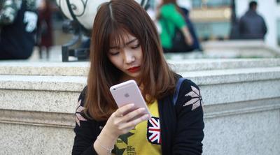 Ini Bahaya Kalau Kamu Terlalu Sering Stalking Mantan Pacar di Media Sosial!