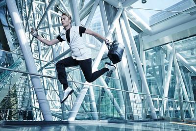Suka Gagal Saat Foto Lompat? Ini Dia Tips Sukses Mengambil Foto Lompat yang Keren