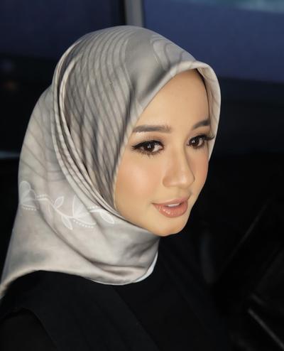 Ladies, Contek Gaya Hijab Anggun dan Modern ala Laudya Cynthia Bella Ini yuk!