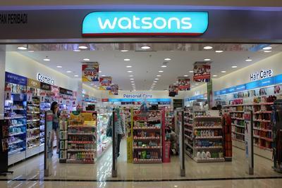 Antara Watsons, Guardian, atau Century. Mana yang Menjadi Drugstore Favorit Kamu untuk Berbelanja Kosmetik?
