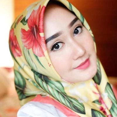 Mau Tahu Padu Padan Warna Hijab dan Lipstik yang Paling Tepat? Ini Dia Daftarnya!