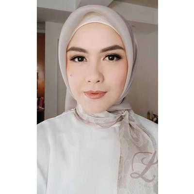 Lipstik Oranye Sebagai Statement Makeup