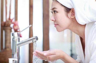 Bersihkan Wajah Agar Make Up Lebih Sempurna