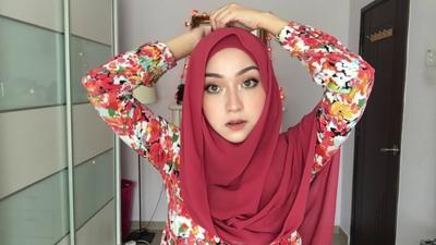 Jangan Salah Pilih, Ternyata Ini 5 Warna Hijab yang Cocok dengan Busana Merah!
