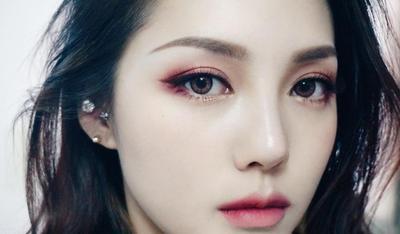 Pakai Eyeshadow Warna Merah, Yes or No?