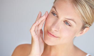 Bukan Cuma Menyegarkan, 7 Manfaat Ajaib Ini Bisa Kamu Dapat dari Facial Spray Lho!
