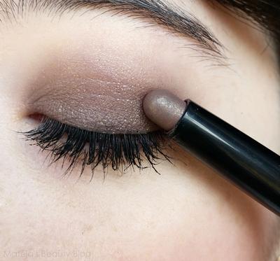 Mau Bikin Eye Makeup yang Gampang? Cobain Stick Eyeshadow yuk!