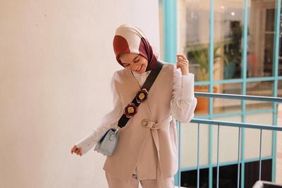 Hijabers, Ini Trik Supaya Padu Padan Busana Warna Netralmu Bikin Pangling dan Gak Membosankan!