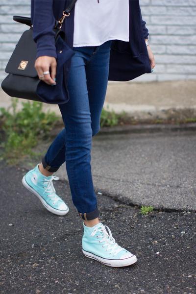 Ladies, Inilah 5 Warna Sepatu Converse yang Wajib Ada di Lemari Sepatumu!