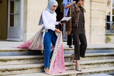 Contek Sederetan Tren Gaya Hijab 2017 yang Harus Kamu Coba!