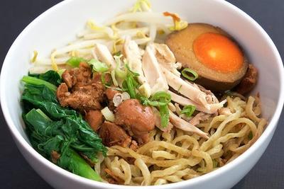 5 Tempat Makan Mie Pangsit Terenak di Surabaya