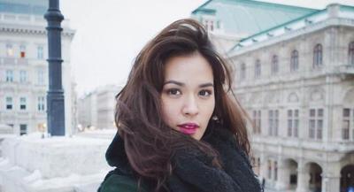 Bukan Skin Care, Ternyata Kebiasaan Unik Ini Jadi Rahasia Kulit Mulus Selebriti Indonesia