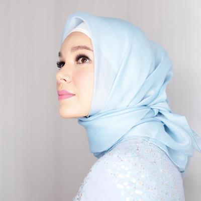 Intip yuk Fashion Hijab Dewi Sandra yang Cocok Buat Dipakai Kondangan