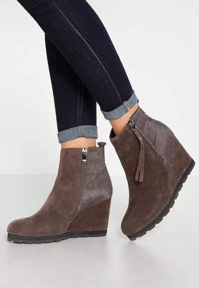 Ini Dia Jenis Boots yang Cocok untuk Kamu Sesuai dengan Bentuk Tubuhmu!