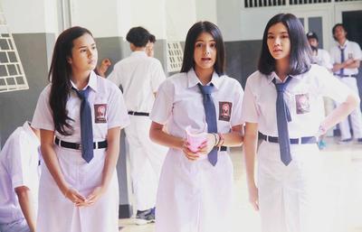 Yuk Intip Perubahan Tren Fashion Seragam Sekolah Dulu VS Sekarang!