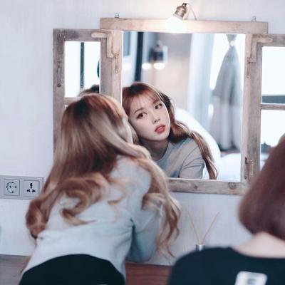 Cuma 5 Menit, Cara Ini Bisa Bantu Samarkan Kantung Mata Saat Harus Makeup di Kantor Lho!