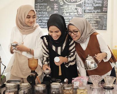 Padu Padan Hijab Ini Wajib Kamu Punya Untuk Tampil Stylish Saat Hangout!
