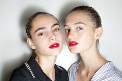 Ladies, Ini Dia Trend Warna Lipstik yang Siap Menjadi Bintang di Tahun 2018!