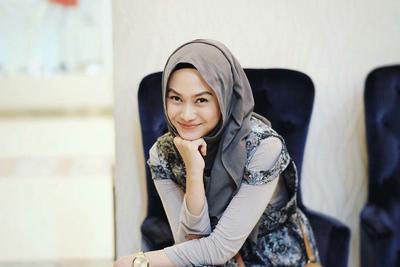 Asli, Ragam Warna Hijab Ini Gampang Banget Dipadukan Dengan Apapun!