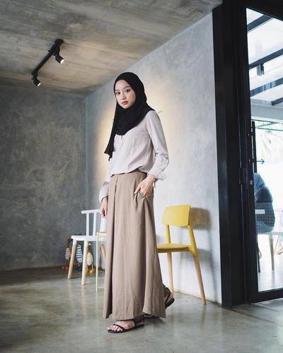 Agar Tampilan di Kampus Lebih Kekinian, Ikuti Tips dan Tutorial Hijab Pashmina ala Gita Savitri Ini
