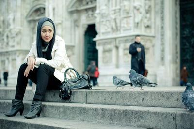 Mix and Match Hijab dan Sepatu Boots? Intip Inspirasi Ini Aja Ladies!