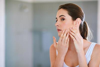 Hai ladies! Aku mau nanya nih BB cream apa yang cocok buat tipe kulit berminyak dan acne prone?