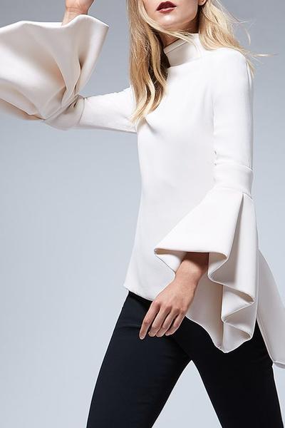 Sst, Padu Padan Bell Sleeve Shirt Ini Bisa Bikin Lengan Jadi Terlihat Lebih Kurus Lho