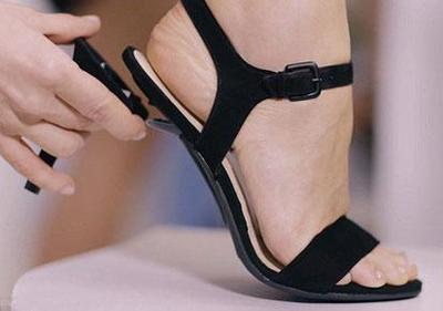 Patahkan Heels yang Satunya