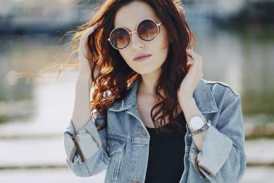 Masih Pakai Sunglasses Murahan? Hati-Hati Ada 5 Bahaya yang Mengancammu!