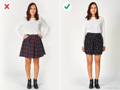 Mengenakan Kaos Polos dengan Rok Mini
