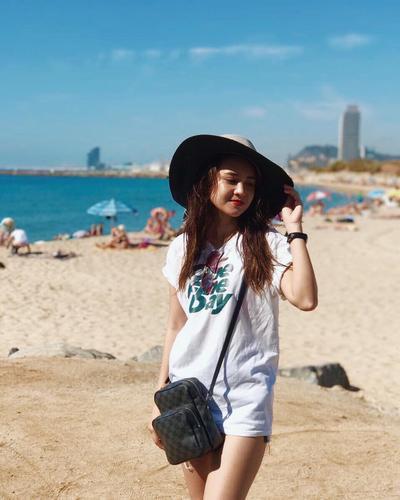 Banyak Diidolakan Remaja, Begini Style Fashionable Ala Michelle Ziudith Saat Liburan