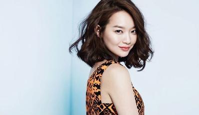 Gaya Fashion Cewek Rambut Keriting yang Bikin Cowok Jatuh Hati!