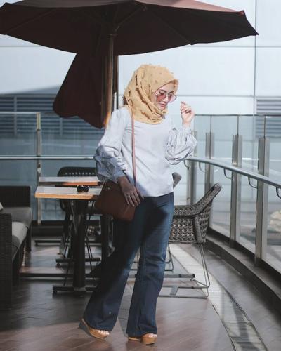 4. Dengan Jeans