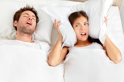 Bagaimana cara menghilangkan kebiasaan tidur ngorok?