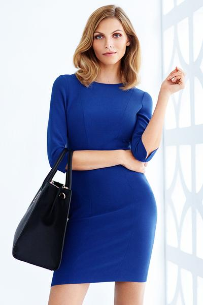 1. Dress dengan lengan ¾