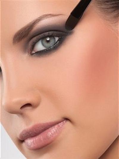 Don'ts: Menggunakan Eyeliner di Bagian Bawah Mata