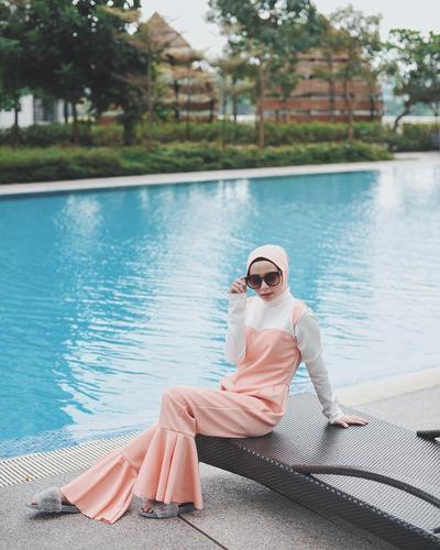 Berenang Tanpa Khawatir, Ini Inspirasi Baju Muslim Ala Selebgram Hijab!