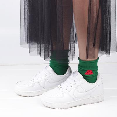 Kaos Kaki dan Sneakers