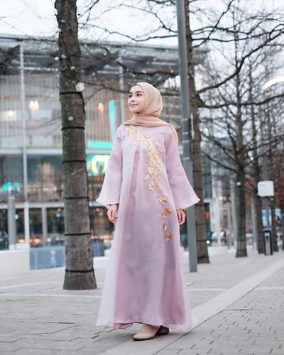 Agar Tidak Menerawang, Ini Tips Mengatasi Baju Hijab Transparan yang Bisa Kamu Praktikkan