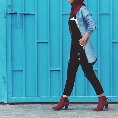Ingin Tampil Keren Dengan Overall Jeans? Para Hijabers Wajib Baca Ini!
