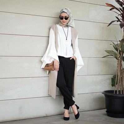 Ubah Seketika Look Kamu Jadi Lebih Fashionable dengan Pilihan Vest Hijab Ini