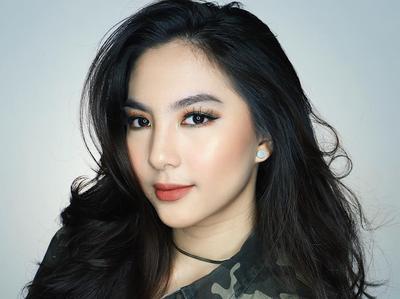 Mau Hasil Makeup yang Glowing? Aplikasikan Highlighter Pada Bagian Berikut Ini!