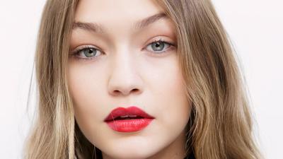 Enggak Mau Terlihat Norak Saat Menggunakan Lipstick Merah? Yuk Lakukan 4 Tips Mudah Ini!